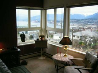 Photo 8: 3643 MCGILL ST in Vancouver: Hastings East House for sale (Vancouver East)  : MLS®# V567862