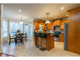 Photo 5: 17281 64A Avenue in Surrey: Cloverdale BC House for sale (Cloverdale)  : MLS®# R2431292