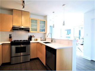 "Photo 3: 805 124 W 1ST Street in North Vancouver: Lower Lonsdale Condo for sale in ""The Q"" : MLS®# R2436276"