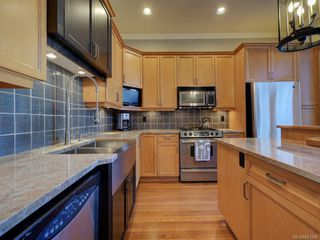 Photo 14: 2 840 Pemberton Rd in Victoria: Vi Rockland Row/Townhouse for sale : MLS®# 843389