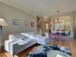 Photo 7: 2 840 Pemberton Rd in Victoria: Vi Rockland Row/Townhouse for sale : MLS®# 843389
