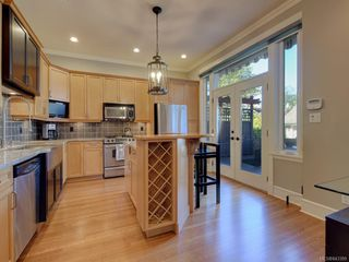Photo 11: 2 840 Pemberton Rd in Victoria: Vi Rockland Row/Townhouse for sale : MLS®# 843389