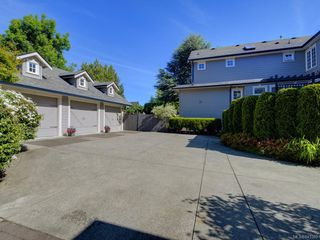 Photo 40: 2 840 Pemberton Rd in Victoria: Vi Rockland Row/Townhouse for sale : MLS®# 843389