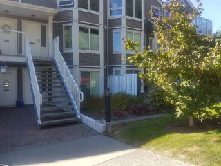 "Photo 1: 1131 ELM Street: White Rock Condo for sale in ""MARINE COURT"" (South Surrey White Rock)  : MLS®# R2487470"