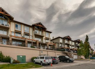 Photo 1: 6 116 Rockyledge View NW in Calgary: Rocky Ridge Row/Townhouse for sale : MLS®# A1040430