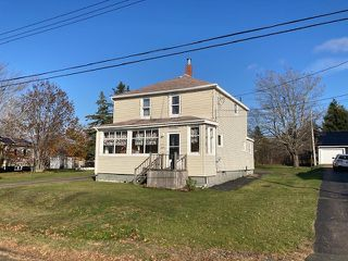 Photo 2: 15 Lorne Street in Springhill: 102S-South Of Hwy 104, Parrsboro and area Residential for sale (Northern Region)  : MLS®# 202023159