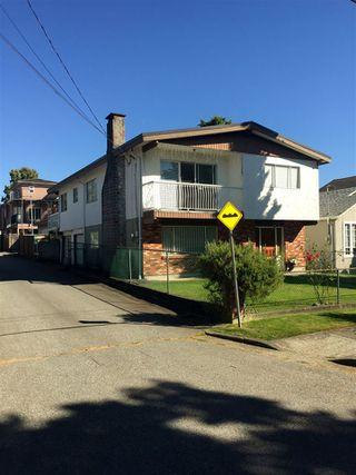 "Photo 2: 5012 MOSS Street in Vancouver: Collingwood VE House for sale in ""COLLINGWOOD"" (Vancouver East)  : MLS®# R2481325"