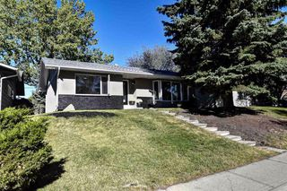 Main Photo: 219 PARKWOOD Close SE in Calgary: Parkland Detached for sale : MLS®# A1032566