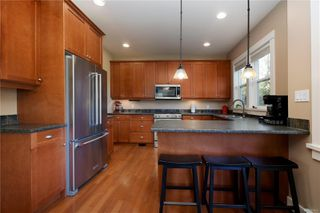 Photo 6: 4010 South Valley Dr in : SW Strawberry Vale House for sale (Saanich West)  : MLS®# 857679