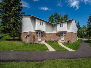 Main Photo: 74 5103 35 Avenue SW in Calgary: Glenbrook Row/Townhouse for sale : MLS®# C4302512
