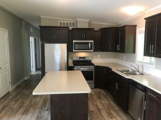 """Photo 4: 25 24330 FRASER Highway in Langley: Murrayville Manufactured Home for sale in """"Langley Grove"""" : MLS®# R2476219"""