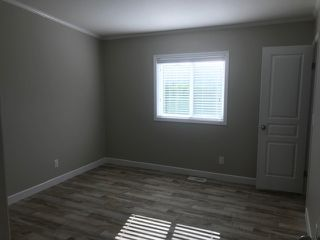 """Photo 10: 25 24330 FRASER Highway in Langley: Murrayville Manufactured Home for sale in """"Langley Grove"""" : MLS®# R2476219"""
