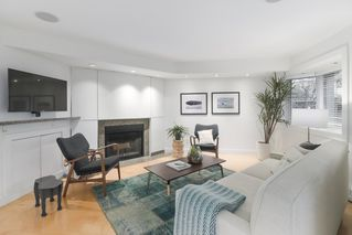 "Photo 2: 2411 W 1ST Avenue in Vancouver: Kitsilano Townhouse for sale in ""BAYSIDE MANOR"" (Vancouver West)  : MLS®# R2408792"