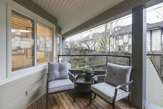"Photo 10: 2411 W 1ST Avenue in Vancouver: Kitsilano Townhouse for sale in ""BAYSIDE MANOR"" (Vancouver West)  : MLS®# R2408792"