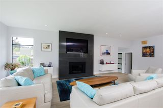 Photo 5: 5423 WALLACE Avenue in Delta: Pebble Hill House for sale (Tsawwassen)  : MLS®# R2445227