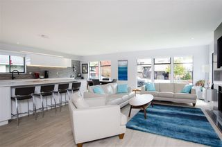 Photo 1: 5423 WALLACE Avenue in Delta: Pebble Hill House for sale (Tsawwassen)  : MLS®# R2445227