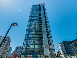 """Photo 18: 1005 1199 SEYMOUR Street in Vancouver: Downtown VW Condo for sale in """"Brava (south)"""" (Vancouver West)  : MLS®# R2498619"""