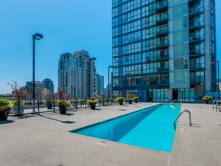 """Photo 14: 1005 1199 SEYMOUR Street in Vancouver: Downtown VW Condo for sale in """"Brava (south)"""" (Vancouver West)  : MLS®# R2498619"""