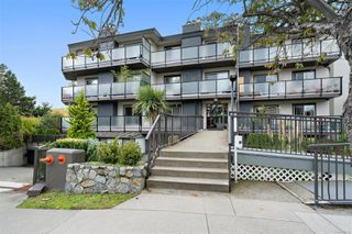 Photo 1: 206 1241 Fairfield Rd in : Vi Fairfield West Condo for sale (Victoria)  : MLS®# 858342