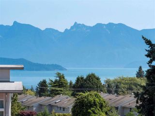 "Photo 4: 26 622 FARNHAM Road in Gibsons: Gibsons & Area Condo for sale in ""Oceanview Classic"" (Sunshine Coast)  : MLS®# R2394035"