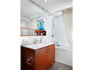 Photo 1: 309 221 EAST 3RD Street in North Vancouver: Home for sale : MLS®# V1079125