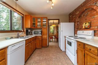 Photo 11: 3883 Graceland Drive in VICTORIA: Me Albert Head Single Family Detached for sale (Metchosin)  : MLS®# 423225