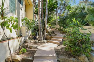 Photo 4: MOUNT HELIX House for sale : 5 bedrooms : 1682 Kimberly Woods Dr in El Cajon