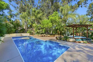 Photo 5: MOUNT HELIX House for sale : 5 bedrooms : 1682 Kimberly Woods Dr in El Cajon
