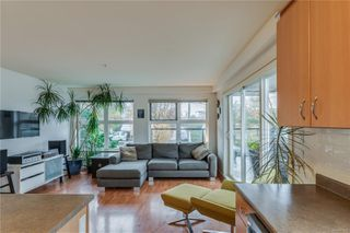 Photo 3: 302 2940 Harriet Rd in : SW Gorge Condo for sale (Saanich West)  : MLS®# 859049