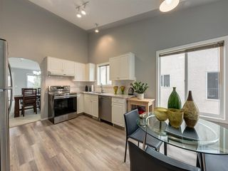Photo 4: 316 Sierra Morena Green SW in Calgary: Signal Hill Row/Townhouse for sale : MLS®# A1047765