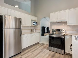 Photo 7: 316 Sierra Morena Green SW in Calgary: Signal Hill Row/Townhouse for sale : MLS®# A1047765