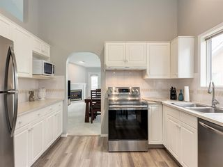 Photo 6: 316 Sierra Morena Green SW in Calgary: Signal Hill Row/Townhouse for sale : MLS®# A1047765