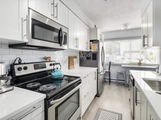 """Photo 7: 21 4949 57 Street in Delta: Hawthorne Townhouse for sale in """"OASIS"""" (Ladner)  : MLS®# R2505402"""
