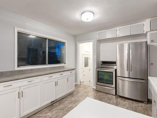 Photo 9: 32 GREENWOOD Crescent SW in Calgary: Glamorgan Detached for sale : MLS®# C4301790