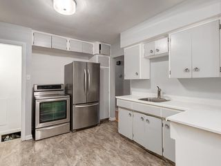 Photo 10: 32 GREENWOOD Crescent SW in Calgary: Glamorgan Detached for sale : MLS®# C4301790