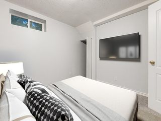 Photo 24: 32 GREENWOOD Crescent SW in Calgary: Glamorgan Detached for sale : MLS®# C4301790
