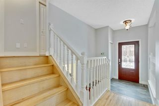 Photo 2: 28 Mckerrell Crescent SE in Calgary: McKenzie Lake Detached for sale : MLS®# A1049052
