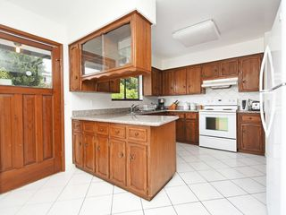 Photo 6: 4939 FRANCES Street in Burnaby: Capitol Hill BN House for sale (Burnaby North)  : MLS®# R2404530