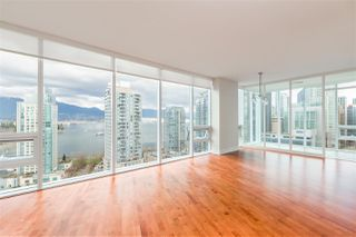 "Photo 2: 2102 1277 MELVILLE Street in Vancouver: Coal Harbour Condo for sale in ""FLAT IRON"" (Vancouver West)  : MLS®# R2445504"
