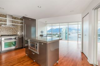 "Photo 10: 2102 1277 MELVILLE Street in Vancouver: Coal Harbour Condo for sale in ""FLAT IRON"" (Vancouver West)  : MLS®# R2445504"