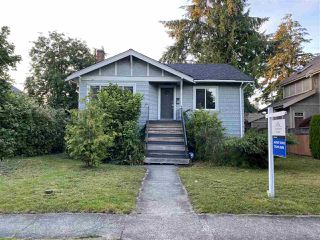 "Photo 1: 2015 W 44TH Avenue in Vancouver: Kerrisdale House for sale in ""KERRISDALE"" (Vancouver West)  : MLS®# R2469454"