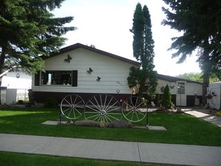 Photo 1: 4811 53 Avenue in Viking: House for sale