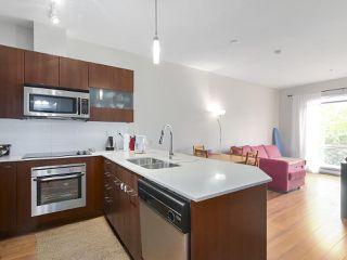 Photo 1: 402 13321 102A Avenue in Surrey: Whalley Condo for sale (North Surrey)  : MLS®# R2396345
