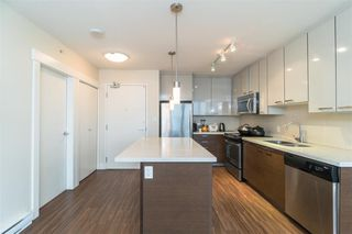 Photo 2: 1002 258 SIXTH Street in New Westminster: Uptown NW Condo for sale : MLS®# R2403900
