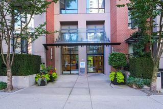 "Photo 2: 2303 928 HOMER Street in Vancouver: Yaletown Condo for sale in ""YALETOWN PARK I"" (Vancouver West)  : MLS®# R2404226"