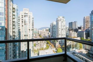 "Photo 11: 2303 928 HOMER Street in Vancouver: Yaletown Condo for sale in ""YALETOWN PARK I"" (Vancouver West)  : MLS®# R2404226"