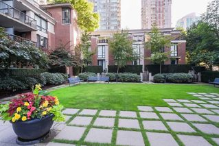 "Photo 15: 2303 928 HOMER Street in Vancouver: Yaletown Condo for sale in ""YALETOWN PARK I"" (Vancouver West)  : MLS®# R2404226"