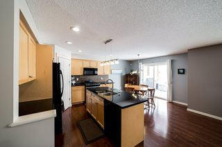 Photo 10: 935 CHAHLEY Crescent in Edmonton: Zone 20 House for sale : MLS®# E4195296