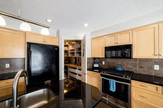 Photo 17: 935 CHAHLEY Crescent in Edmonton: Zone 20 House for sale : MLS®# E4195296