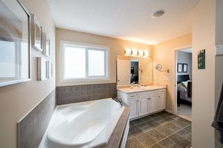 Photo 33: 935 CHAHLEY Crescent in Edmonton: Zone 20 House for sale : MLS®# E4195296